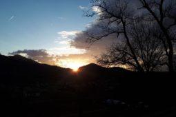 Nuit_insolite_perchoir_des_pyrenees_coucher_soleil