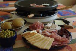 logement_insolite_pyrenees_restauration_perchoir_raclette