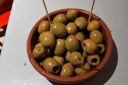 logement_insolite_pyrenees_restauration_tasca_del_pouey_tapas_olives